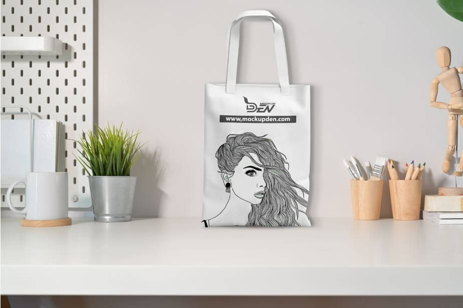 Free Sketch Print Canvas Bag Mockup 1