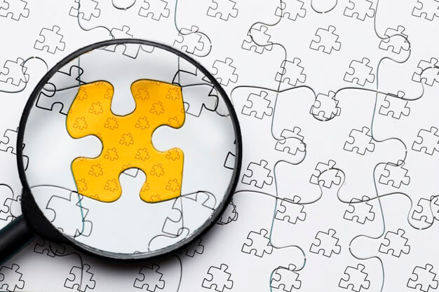 Arrangement with magnifying glass on puzzle Free Psd