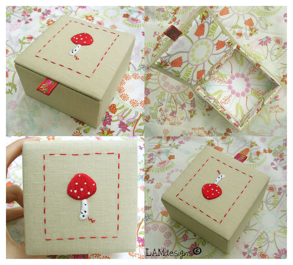 Floral Background Gift Box With 4 Different Scene