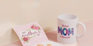 Free Close-up mothers day greeting card with mug Mockup PSD Template