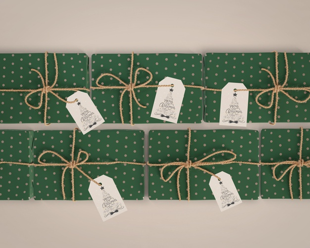 Gifts wrapped in green paper with tags Free Psd