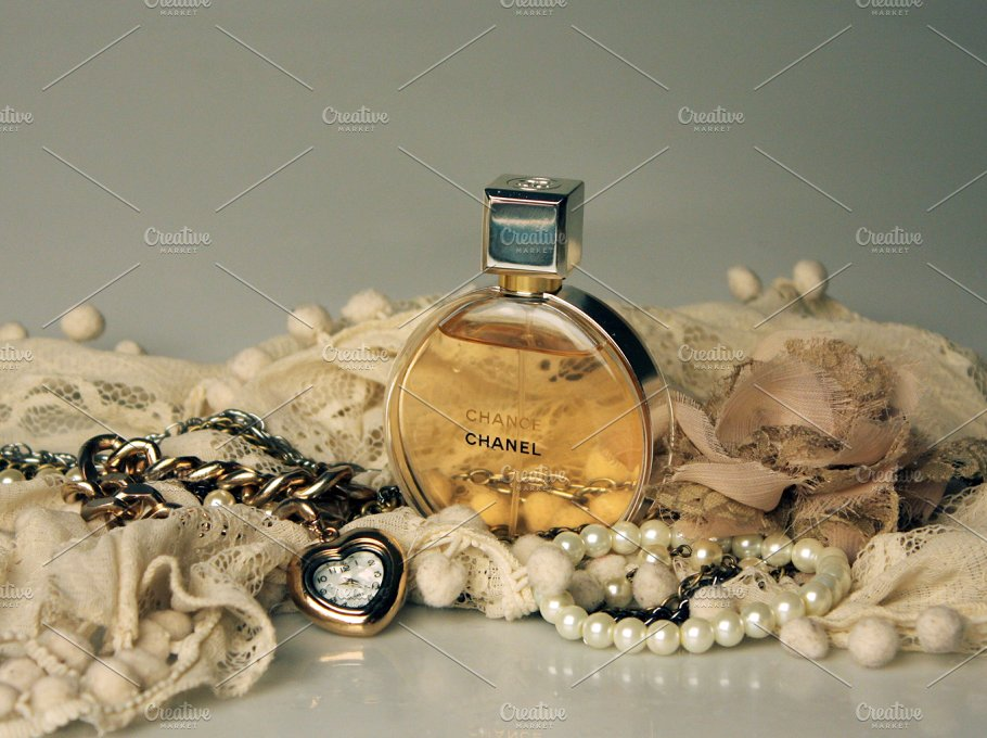 Round Perfume Bottle With Square Cap PSD