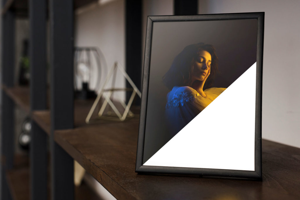 Editable Free Picture Frame With Black Cover Mockup PSD Template