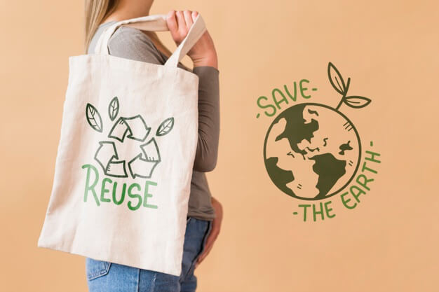Woman with reusable bag Free Psd
