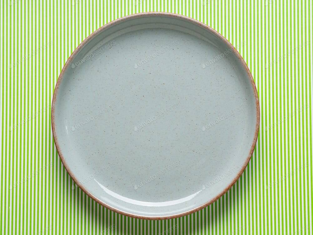 Gray dish mockup on green background (1)