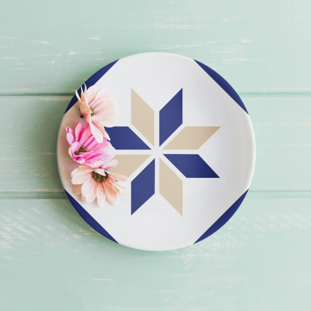Plate mockup with flowers Free Psd (1)