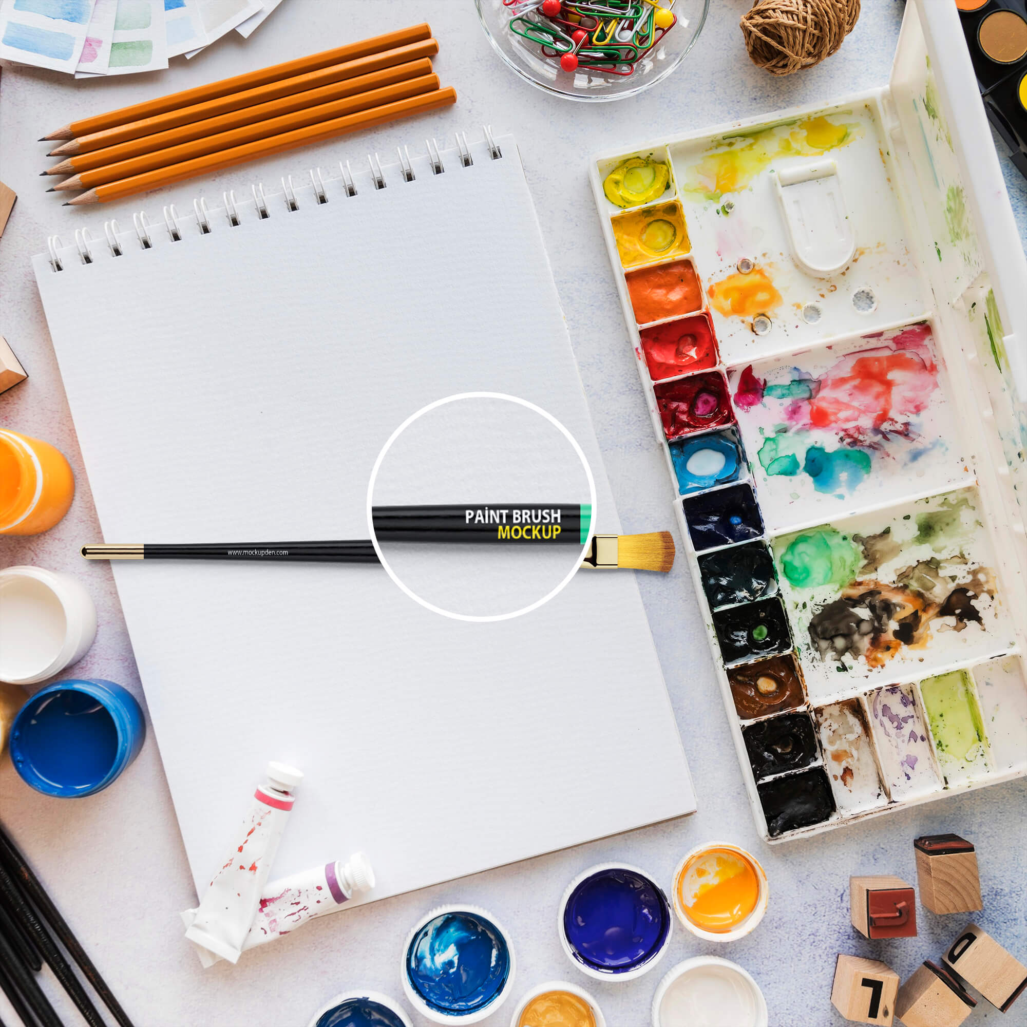 Close Up Of a Free Paint Brush Mockup PSD Template
