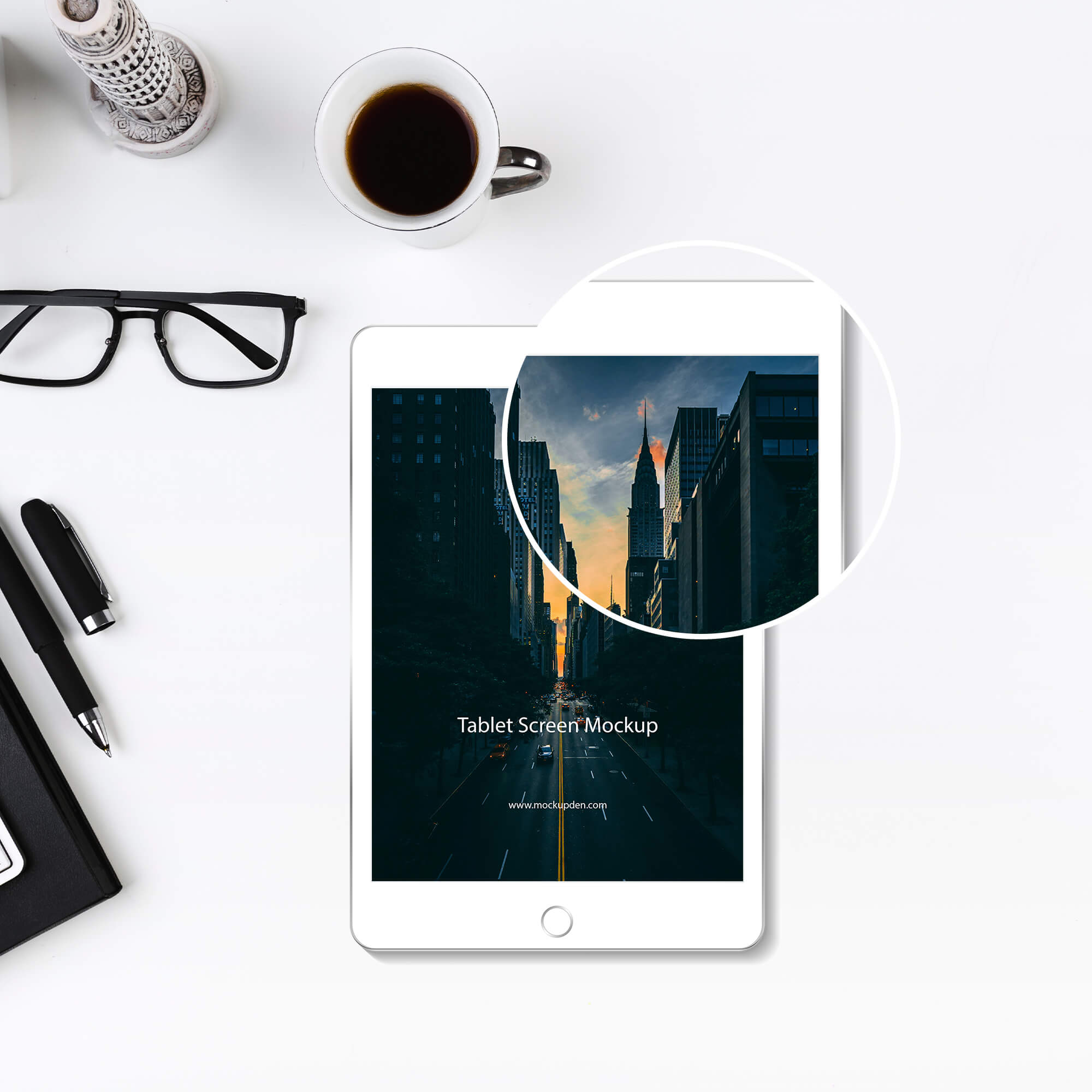 Close Up Of a Free Tablet Screen Mockup PSD Template