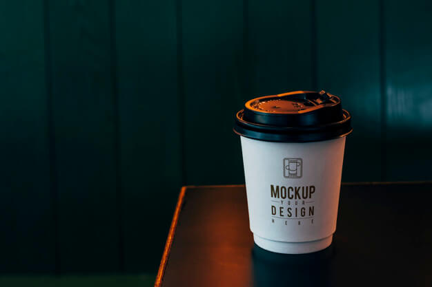 Mockup of a disposable coffee cup Free Psd (1)