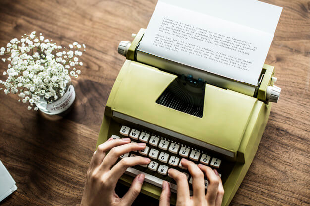Aerial view a woman using a retro typewriter Free Psd