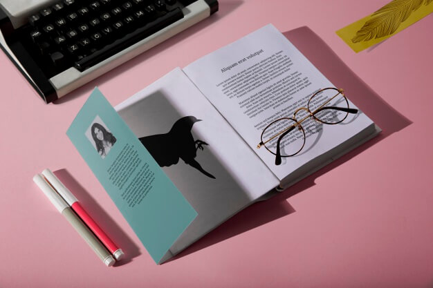 High view reading glasses on book and typewriter Free Psd
