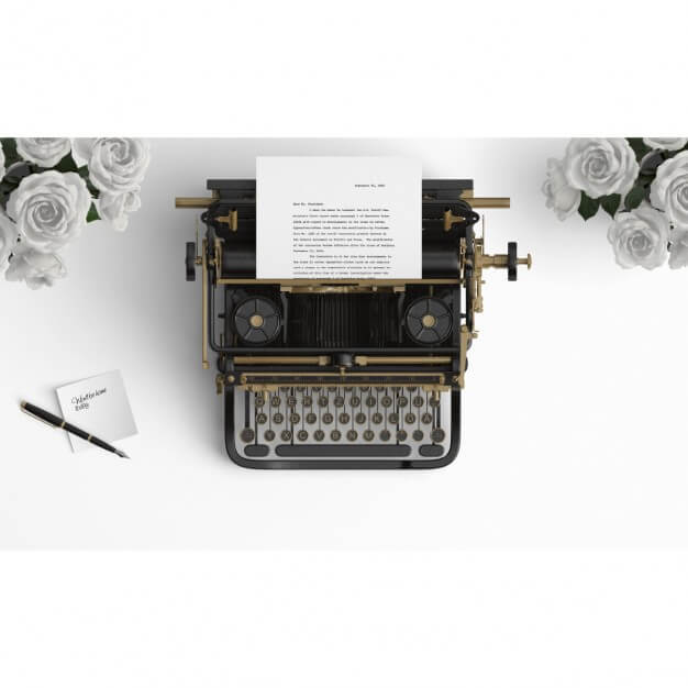 Old typewriter on a desktop with white roses Free Psd