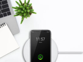 Free Wireless Charger Mockup PSD Template